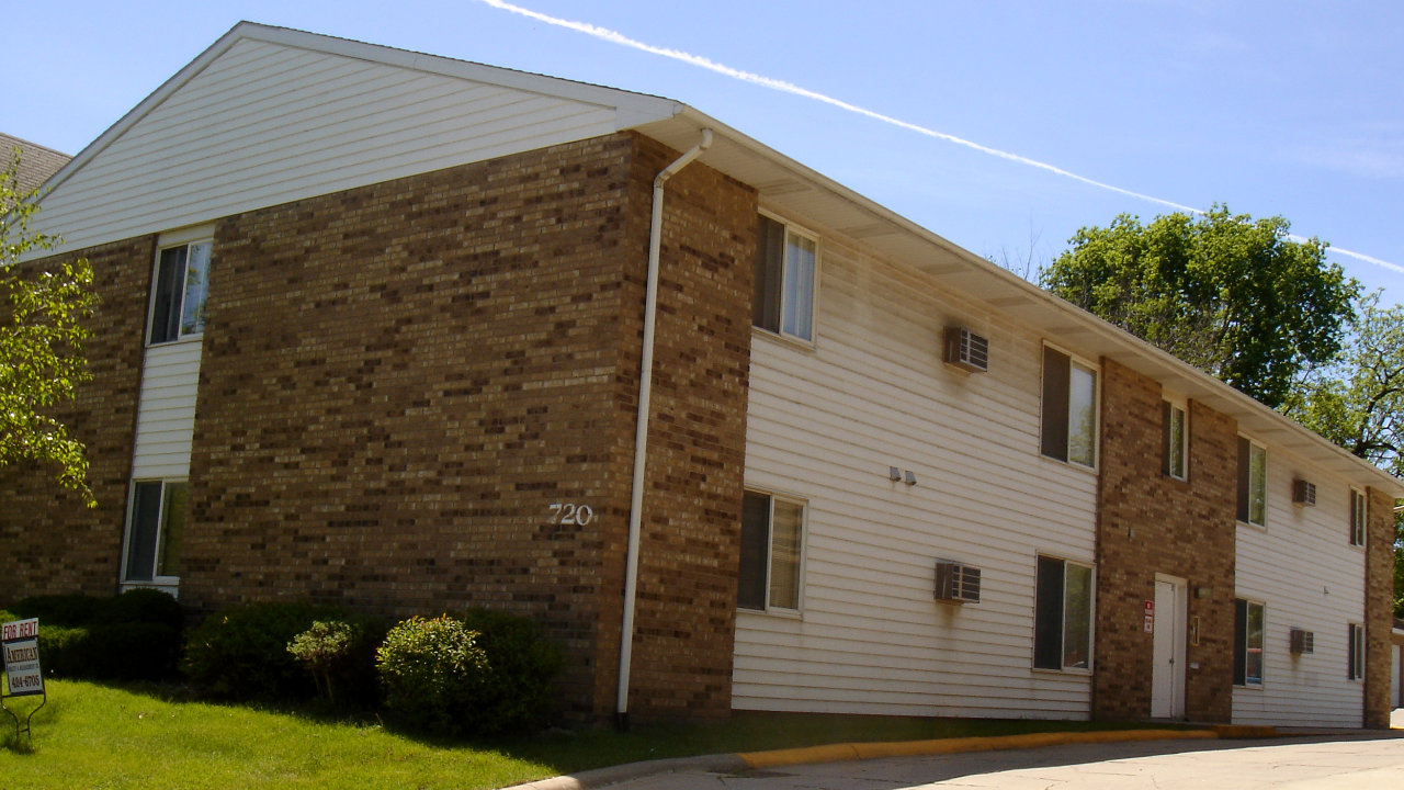 Apartments for rent on mason city iowa 39 s north side by american realty for Iowa city one bedroom apartments